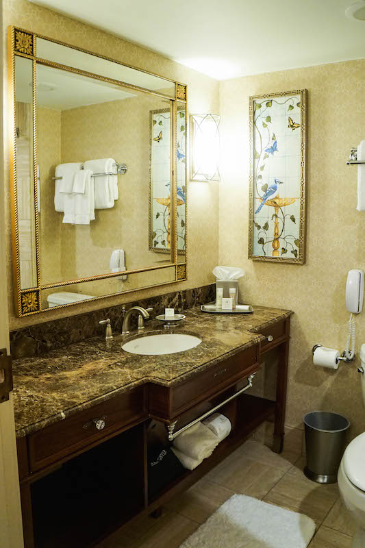 Hotel Hershey - bathroom