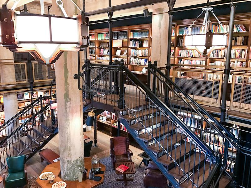Library - Hotel Emma